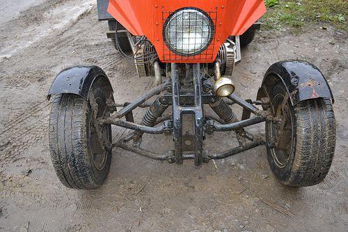 двигатель и на раму (раму